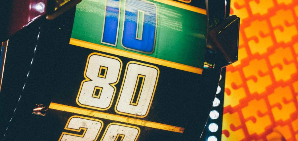 ポストイメージ リアルマネーオンラインカジノゲームのトップ6ギャンブル スターバースト - 初心者がオンラインカジノで大勝するためのゲーム:トップ6